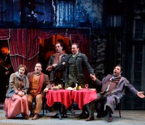 """""""לה בוהם"""" באופרה הישראלית. צילום: יוסי צווקר"""